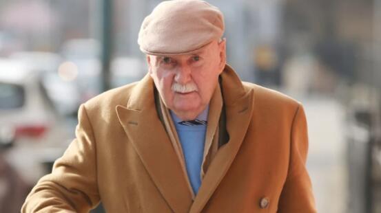 法院告诉芬格尔顿因中风无法为爱尔兰全国范围的案件辩护