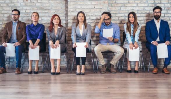 24%的失业工人失业超过一年