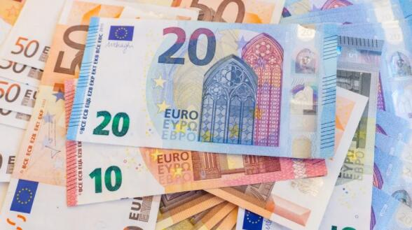 12个月滚动财政赤字为122亿欧元