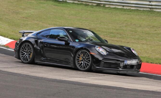 保时捷911 Turbo混合动力原型车在纽博格林赛道上亮相