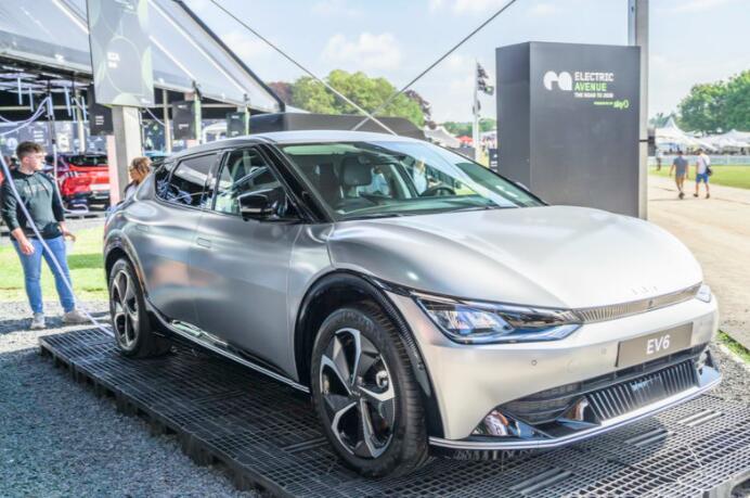 新的2021起亚EV6跨界车提供328英里的续航里程