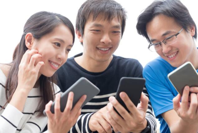 有报道称一个主要参与者可能正在向所谓的反社交媒体平台求爱